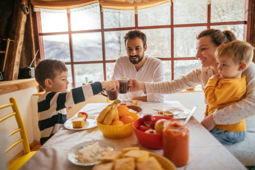 Як зробити зимовий раціон харчування дитини різноманітним